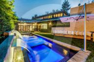 PEOPLE - Tommy Lee kauft für 4,15 Millionen Dollar ein japanisch inspiriertes Haus in Brentwood