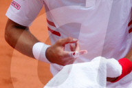 TENNIS - Roland Garros: Novak Djokovic erhält eine Behandlung für seinen Finger