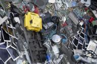 NEWS - Aus Elektroschrott: Ein G7 Mount Rushmore am Strand von Carbis Bay