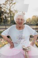 FEATURE - Crazy: Grossmutter feiert ihren 90. Geburtstag im Tutu