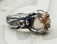 FEATURE - Jacqui Williams von Grave Metallum Jewellery fertig Schmuckstücke aus den Zähnen Verstorbener