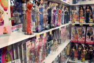 FEATURE - Adam Weatherly besitzt die weltweit grösste Sammlung von Spice Girls Puppen