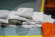 NEWS - Schweiz Hochwasser: Schutzschläuche entlang der Reuss in Luzern