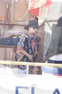 PEOPLE - Kris Jenner und Corey Gamble sind zu Gast auf der Yacht von Tommy Hilfiger in Sardinien, Italien