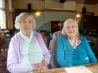 FEATURE -  Zusammen 202 Jahre alt: Edith Dumbleton und Dorcas Tobin sind Grossbritanniens älteste Zwillinge