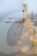 FEATURE -  Basejumping von der Spitze eines 120m-Krans in Blackpool