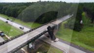 NEWS -  Lkw-Unfall verschiebt Brücke um 2 Meter in Georgia, USA