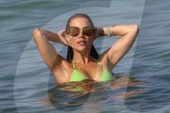 PEOPLE - Sylvie Meis und Ehemann Niclas Castello turteln im Wasser in Saint Tropez