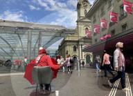 NEWS - Strassenverkäufer vor dem Schweizer Nationalfeiertag in Bern