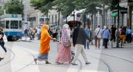 NEWS - Schweiz: Internationale Gäste und Touristen an der Bahnhofstrasse in Zürich