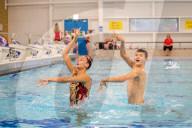 FEATURE - Ungewönhliche Sportart für einen Jungen: Ranjuo Tomblin ist mit seiner Duo-Partnerin Rosie Rallings Grossbritanniens einziger Synchronschwimmer