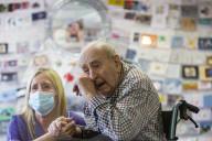 FEATURE - Nach Aufruf von Pflegern: Jack Annall bekommt mehr als 5000 Glückwunschkarten zu seinem 101. Geburtstag