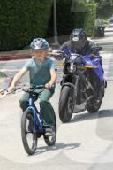 PEOPLE - Ben Affleck macht eine Spritztour mit Sohn Samuel