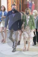 PEOPLE - Ben Affleck und Jennifer Lopez verlassen gemeinsam ein Kino in Hollywood