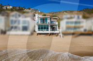 PEOPLE - Paris Hilton hat ein zweistöckiges Strandhaus in Malibu für 8,4 Millionen Dollar gekauft