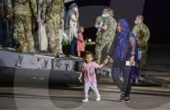 NEWS - Ankunft afghanischer Flüchtlinge auf der U.S. Naval Air Station Sigonella in Italien