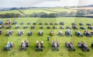 FEATURE -  Landwirt Philip Warren will seine jahrzente alte Sammlung aus über 80 Traktoren der Marke Ford nun verkaufen