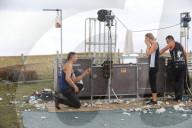 FEATURE -  In der Schärsaison: Schäfer Michael Osborne macht seiner Freundin Bryony Keale einen Antrag auf dem Schaffell