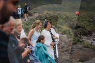 FEATURE - Schottische Hochzeit: Tommy Harrison und Emma O'Neill heiraten an den Fairy Pools auf der Isle of Skye