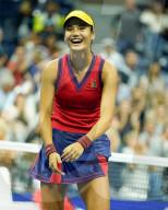TENNIS - Die 17-jährige Britin Emma Raducanu erreicht das Finale der US Open