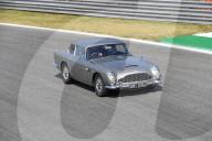 NEWS - Ex-Formel 1 Rennfahrer Nico Hülkenberg fährt im Aston Martin DB5 von James Bond über den kurs in Monza