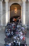 PEOPLE -  Die Öffentlichkeit am Sarg von Jean-Paul Belmondo im Hotel des Invalides in Paris