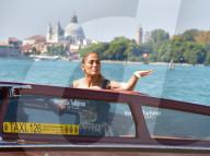 EXKLUSIV - Jennifer Lopez geniesst eine Bootsfahrt in Venedig