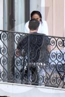 PEOPLE -  Jennifer Lopez und Ben Affleck teilen einen romantischen Moment auf ihrem Balkon