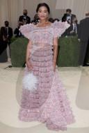 PEOPLE - Stars in Design-Kleidern an der Met-Gala in NYC