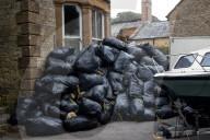 FEATURE - Ist das Kunst oder kann das weg: Beschwerden über zugemülltes Grundstück in Somerset
