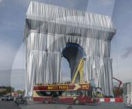 NEWS - Paris: Der L' Arc de Triomphe ist als Christo-Kunstwerk verhüllt