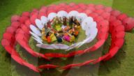 FEATURE - Herstellung von farbenfrohen, traditionellen Schirmen auf West Java