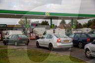 NEWS - UK: Warteschlangen vor Tankstellen