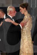 ROYALS - Das britische Königshaus an der Bond-Premiere in London