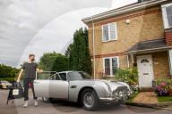FEATURE - James Bonds Aston Martin schlägt sie alle: Essensauslieferung mit berühmten Film-Wagen