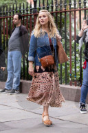 """PEOPLE - Reese Witherspoon am Set des Kinofilms """"Your Place Or Mine"""""""