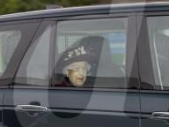 ROYALS -  Die Queen auf dem Weg zum Sonntagsgottesdienst in der All Saints Church in Windsor