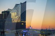 FEATURE - Sonnenaufgang an der Hamburger Elbphilharmonie