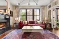 PEOPLE - Schauspieler und Filmemacher Gabriel Byrne hat seine Wohnung in Manhattan für 5,1 Millionen Dollar auf den Markt gebracht