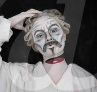 FEATURE -  Make-up-Künstlerin verwandelt sich in männliche Filmfiguren