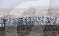 FEATURE -  Künstler Spencer Tunick fotografiert 200 nackte Menschen in der israelischen Wüste