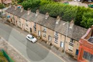 FEATURE - Acht Reihenhäuser in Bolton kosten zusammen 450'000 Pfund, den Preis einer Einzimmerwohnung in London