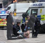 NEWS - Mann wird am Londoner Leicester Square mit einer Flasche angegriffen, Täter wird verhaftet