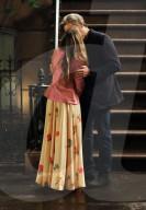 """PEOPLE -  Sarah Jessica Parker und Jon Tenney küssen sich für eine Szene am Set von """"And Just Like That"""""""