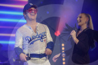 """PEOPLE -  Jimmy Love spielt Elton John in """"Rocketman"""" auf der Bühne des Salle Pleyel in Paris"""